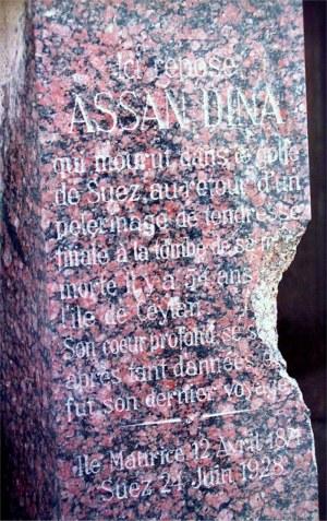 Assan Dina, inscription mortuaire sur sa tombe
